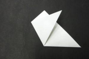紋切り遊び(雪の結晶) 三角形の端を折る