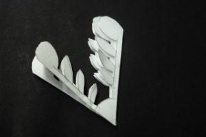 紋切り遊び(雪の結晶) 線に沿って切り終わったもの