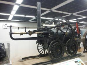 世界初「蒸気機関車」