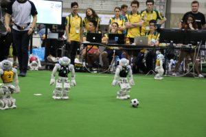 人型ロボットNAOのサッカー試合