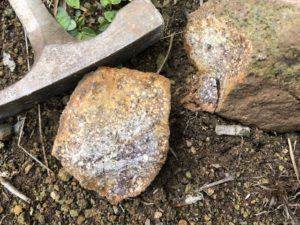 赤色凝灰岩